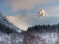pieter-buma-ochtendlicht-op-berg-lofoten